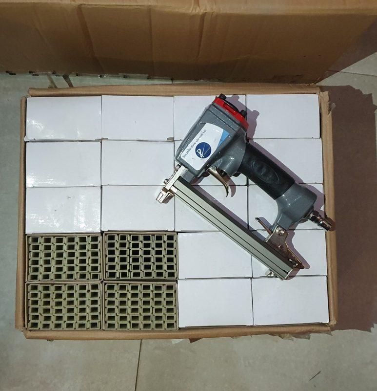 Súng bắn đinh nhựa U S1310 và 1 thùng đinh nhựa 40 hộp 1308